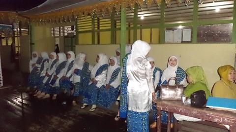 Di belakang Panggung Malam Pembukaan MTQ ke 26 se Kabupaten Sambas di Kecamatan Tangaran Tahun 2013.